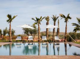 Squarebreak- Modern Villa Close to Marrakesh, Tameslouht