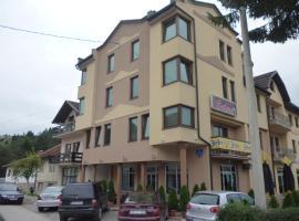 Motel Bolero, Pale