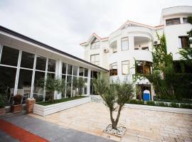 Villa Arber, Golem