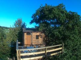 Cabane Perchée dans la prairie de l'ancien moulin, Valmont