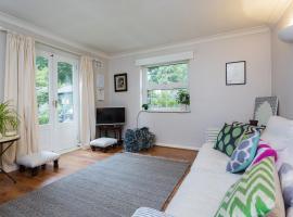 Two Bedroom House in Twickenham, Isleworth