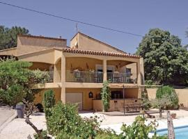 Holiday home St Mitre les Remparts 63 with Outdoor Swimmingpool, Saint-Mitre-les-Remparts