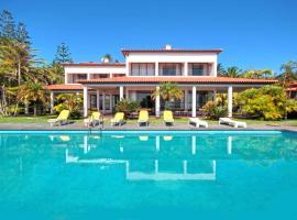 Beach villa with private pool, Caniçal