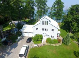 Loughbreeze Bay B&B, Colborne