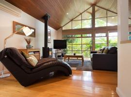 Romantic Treehouse Getaway, Hepburn Springs