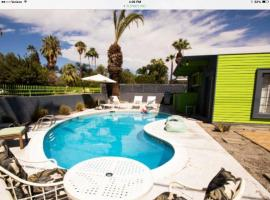 The Ross Mathews Celebrity Home, Palm Springs