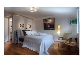 Artist's Altstadt-Apartment, Salzburg
