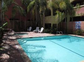 Baymont Inn and Suites - Anaheim, Анахайм