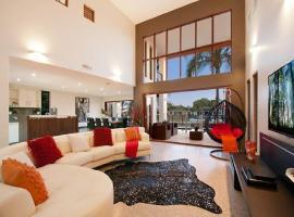 THE VILLA-WHOLE HOUSE 6 BEDROOMS 3 BATHROOMS, Gold Coast