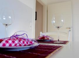 Sartison Apartment, Kolonia