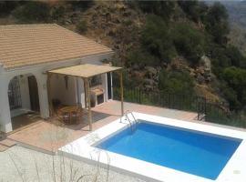 Holiday home in Nuevo Valle de Aran with Mountain View, Almogía