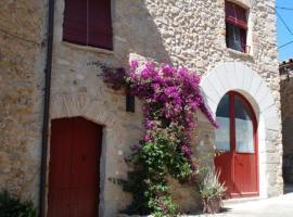 Holiday home Ca La Maria D'Orriols, Casa Vermella, Orriols