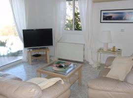 The Pine Retreat Villa, Lyso