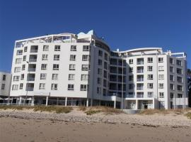 Ocean Breeze Hotel Private Suites 507/508, Strand