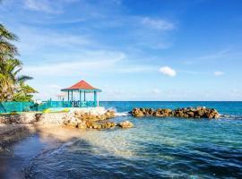Chrisanns Beach Resort Apartment 10, Ocho Rios