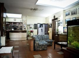 Hotel Artu, Iglezijas