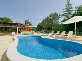 Apartment Brutija 17 with Outdoor Swimmingpool, Mazurija