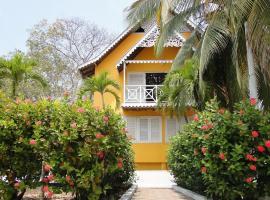 Golden Frog Hostels, Isla Grande