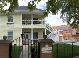 Tangren House Luxury Inn ~ 5 Bed Home, Moab