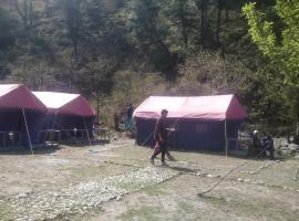 Tirthan Holidays Camp & Cottages, Banjār