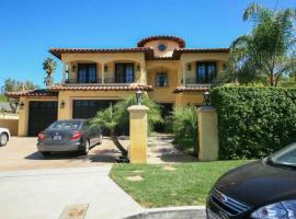 Encino 5 Bedroom House-Private Pool, Sherman Oaks