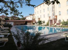Vera Hotel Tassaray, أوروغوبْ