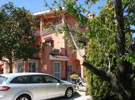 Helen's House, Кастель-ди-Лева