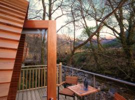 RiverBeds Lodges with Hot Tubs, Glencoe