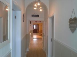 REDROOFS SELF CATERING SERVICED ROOMS, Norton