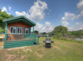Lake Conroe Queen Studio Cabin 9, Willis