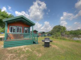 Lake Conroe Queen Studio Cabin 5, Willis