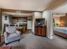 Cloverleaf Suites