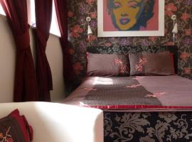 The Old School Hostel and Budget B & B, Trevine
