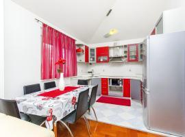 Apartment With Terrace Near Airport, Kaštel Novi