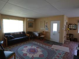 Unique 1950's Retro-style House - 10 mins from Niagara Falls, Lewiston