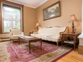 Classic Mile-End Apartment