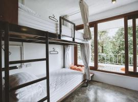 88 Hilltop Hostel