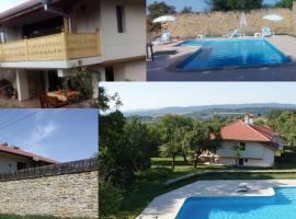 Villa Manoya, Manoya