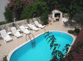 Villa Leona, Zaton
