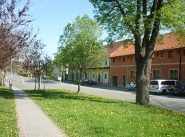Penzion V Maštali, Kněževes