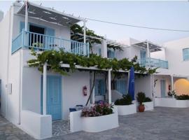 Carmel Studios Apartments, Logaras