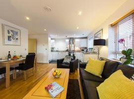 Borehamwood - Spacious Apartment, בורהמווד