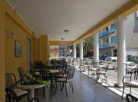 Hotel Dora, Levantas