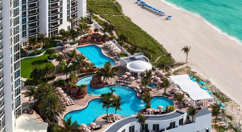http://q-ec.bstatic.com/images/hotel/840x460/116/11609220.jpg