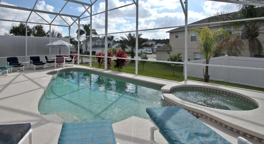 Orlando supreme vacation homes kissimmee florida us 763 7 for Pool show in orlando 2016