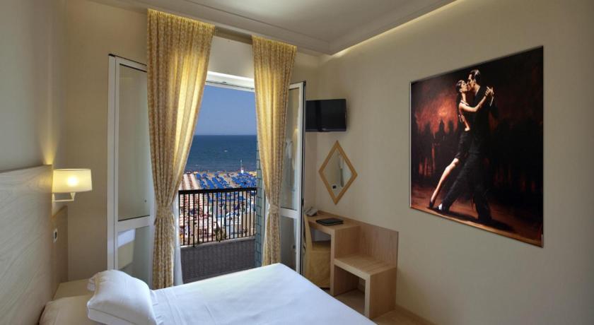 Hotel Ghirlandina (Rimini)