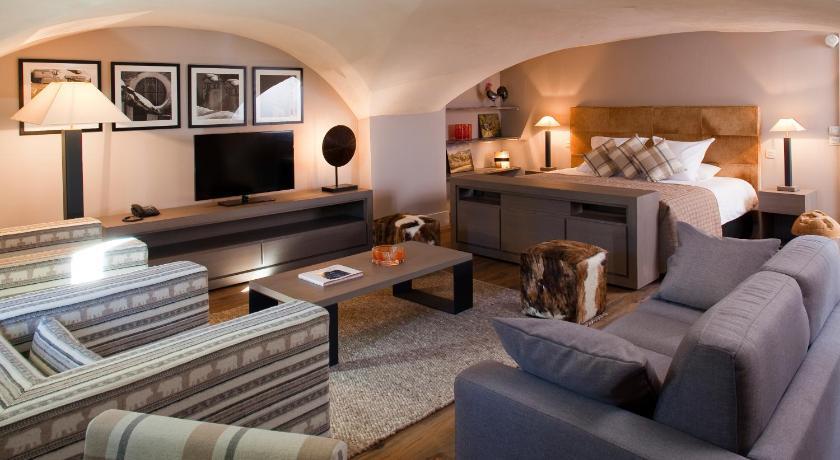 h tel spa l 39 alta peyra saint v ran france. Black Bedroom Furniture Sets. Home Design Ideas