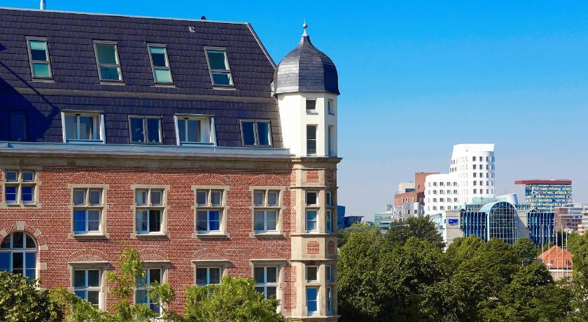 ドイツ,デュッセルドルフ,ザ レッド アパートメンツ(The Red Apartments)