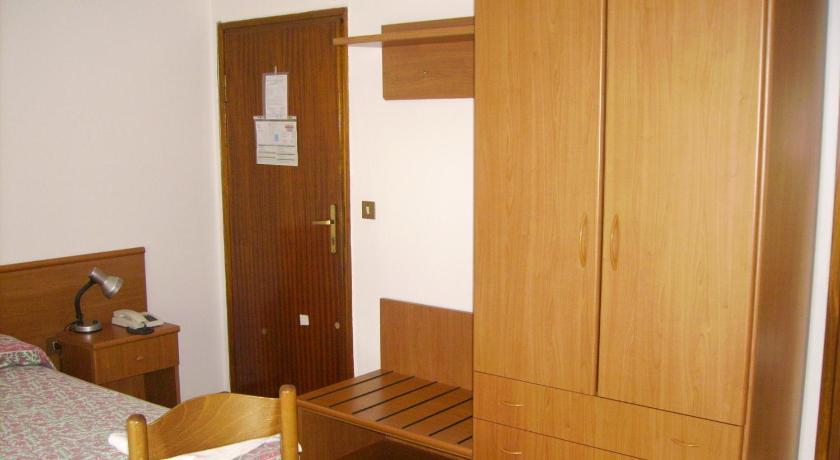 Albergo bar meuble al gallo prenota online bed for Meuble ottimo