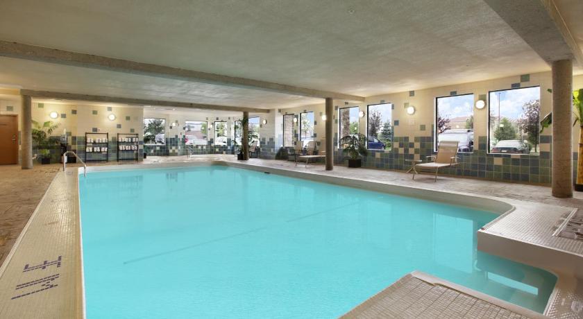 Fantasyland Hotel Edmonton Pool